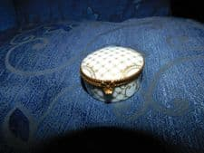 ELEGANT GILDED LIMOGES FRANCE HINGED LID SMALL PILL TRINKET POT